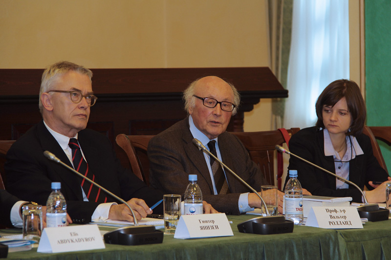 Roundtable on the application of the provisions of the Civil Code with the Supreme Court in Astana: Günter Jannsen, presiding judge at Oldenburg Higher Regional Court, and Prof. Dr. Walter Rolland, Director- General, ret., at the Federal Ministry of Justice (left to right)