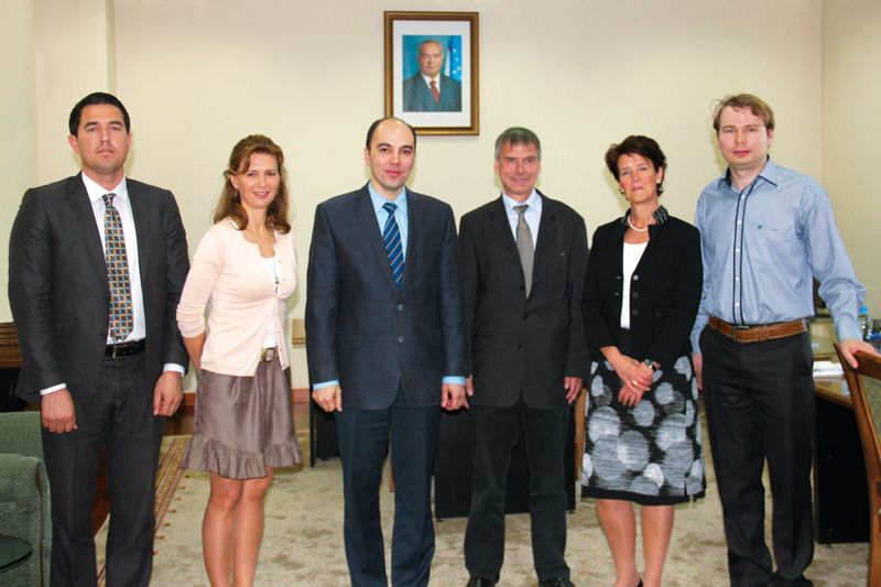 Discussions with the Institute for Monitoring of Legislation in Tashkent with Farrukh Mukhamedov, Head of the Institute (3rd from right), and Birgit Grundmann, State Secretary at the Federal Ministry of Justice and Consumer Protection, ret. (2nd from right)