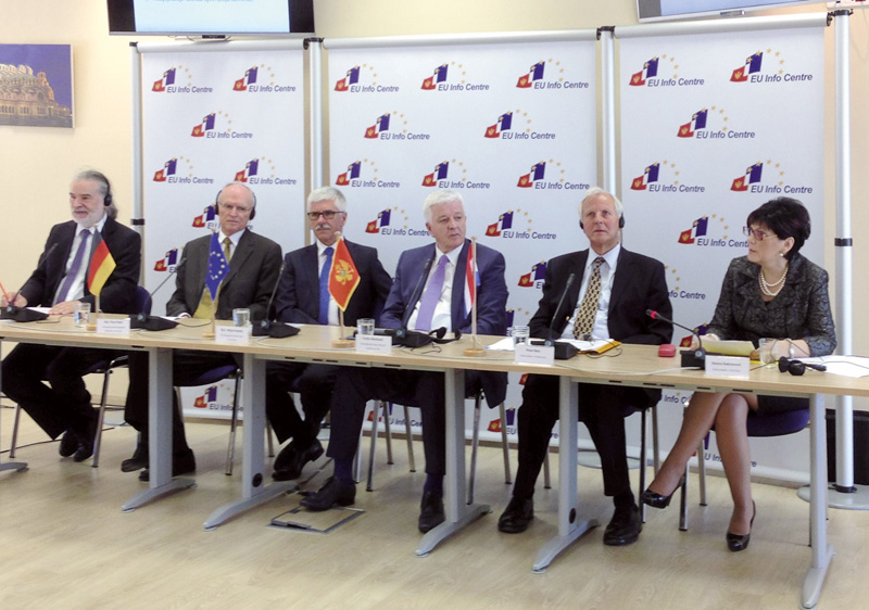 The project team with Duško Marković, Vice Prime Minister and Minister of Justice (3rd from right), and the German Ambassador in Montenegro Pius Fischer (2nd from left) at the concluding event in Podgorica
