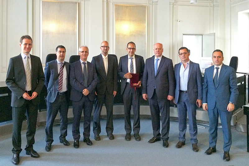 Visit to the Karlsruhe Regional Court by a delegation headed by Professor Xhezair Zaganjori (3rd from right), President of the Supreme Court of Albania