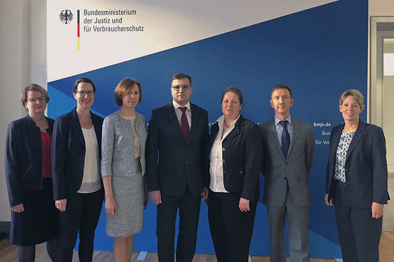 Alexandra Albrecht (2nd from left), Federal Ministry of Justice and Consumer Protection; Svetlana Beniaminova (3rd from left), President of the Constitutional Court of the Republic of Karelia; Veronika Keller-Engels, General Director of the IRZ (right)