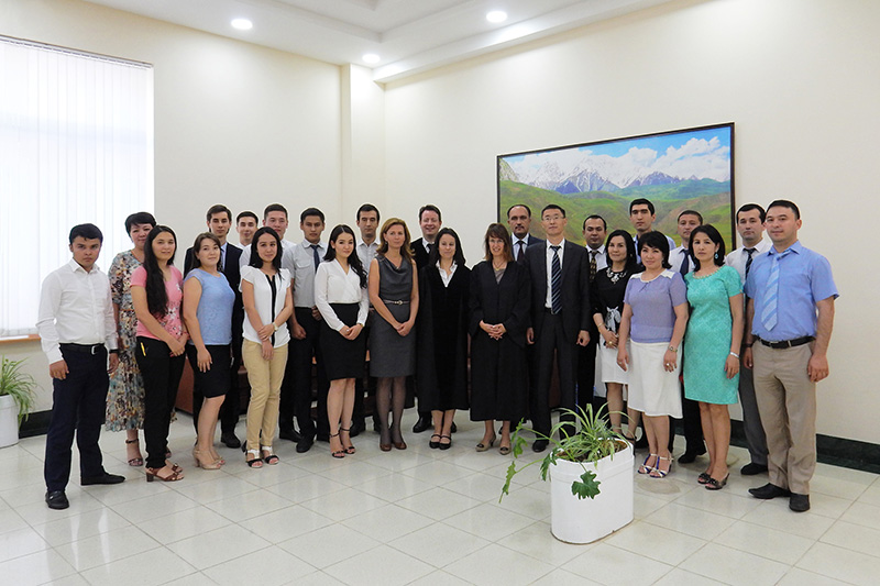 Moot Court on civil law and civil procedure law for students of the State Law University of Tashkent with Esemurat Kanyazov (front, 5th from right), Chancellor of the University and former First Deputy Minister of Justice