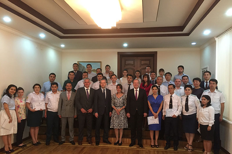 Event to strengthen the capacities in the area of further training of public prosecutors with the further training facility of the General Prosecutor's Office of the Republic of Uzbekistan in Tashkent: Evgeniy Kolenko, Head of Training Facility at the General Prosecutor's Office (5 th from left front); Lawyer Philipp Wendt, Managing Director of the German Lawyers´ Academy (left); Dr. Stefan Tratz, Judge at the Higher Court, Director of the German Judicial Academy (1 st row, 6 th from right)
