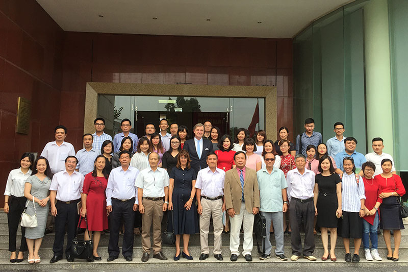 "Participants of the workshop ""Special investigation methods according to the amended criminal procedure law for the Judicial Academy"" in Hanoi: Prof. Dr. Nguyen Thai Phuc, former Director Judicial Academy (7 th from left, front); Lawyer Otmar Kury, President of Hamburg Bar (2 nd row centre); Ms Van, Director of Studies at Judicial Academy (to the left)"