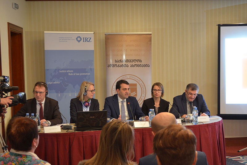 Legal colloquium with the participation of Dr Frank Engelmann, lawyer, Dr Anja Teschner, Vice President of the Regional Court of Berlin, David Asatiani, President of the Georgian Bar, Teresa Thalhammer, IRZ, and Lasha Kalandadze, lawyer (from left to right)
