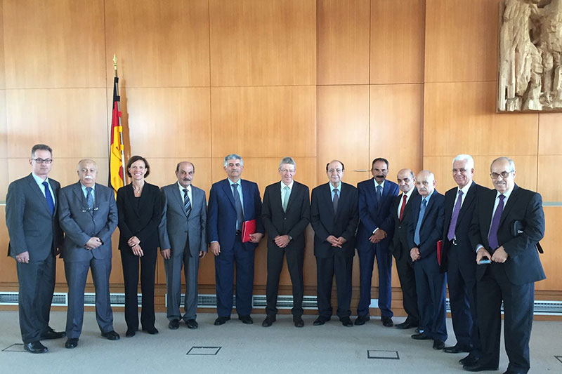 Study trip by a delegation of judges from the Jordanian Constitutional Court and Court of Cassation to Karlsruhe: Judge at the Federal Constitutional Court Prof. Gabriele Britz (3rd from the left), Judge at the Federal Constitutional Court (retired) Prof. Michael Eichberger (centre), Mansour Hadidi, Vice President of the Jordanian Constitutional Court (to the right)