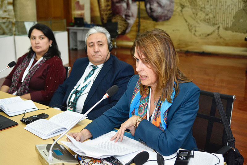 Participation in the 4th National Rule-of-Law Forum in Dushanbe: Isrofil Bobodzhonzoda (centre), Chairman of the International Arbitration Tribunal in the Republic of Tajikistan, and Angela Schmeink (on the right), Head of Section at the IRZ