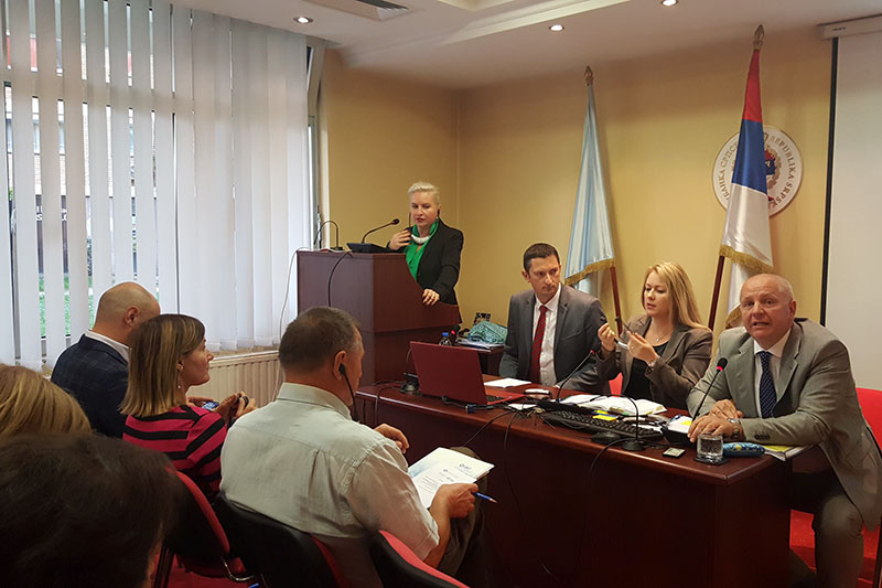 "Seminar on ""The prevention of money laundering"" in cooperation with the Bar Association of the Republika Srpska; during the lecture by Harriet Krüger (on the left, at the lectern): Borislav Čvoro, investigator with SIPA, Rita Linderoth, IRZ, and President of the Bar Branislav Rakić (from left to right)"