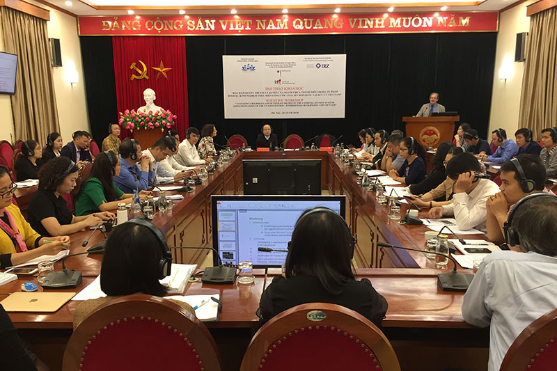 Conference on improving the protection of children's rights in Hanoi: Presentation by Lukas Pieplow (at the lectern), specialist lawyer for criminal law at Esche & Partner, Cologne